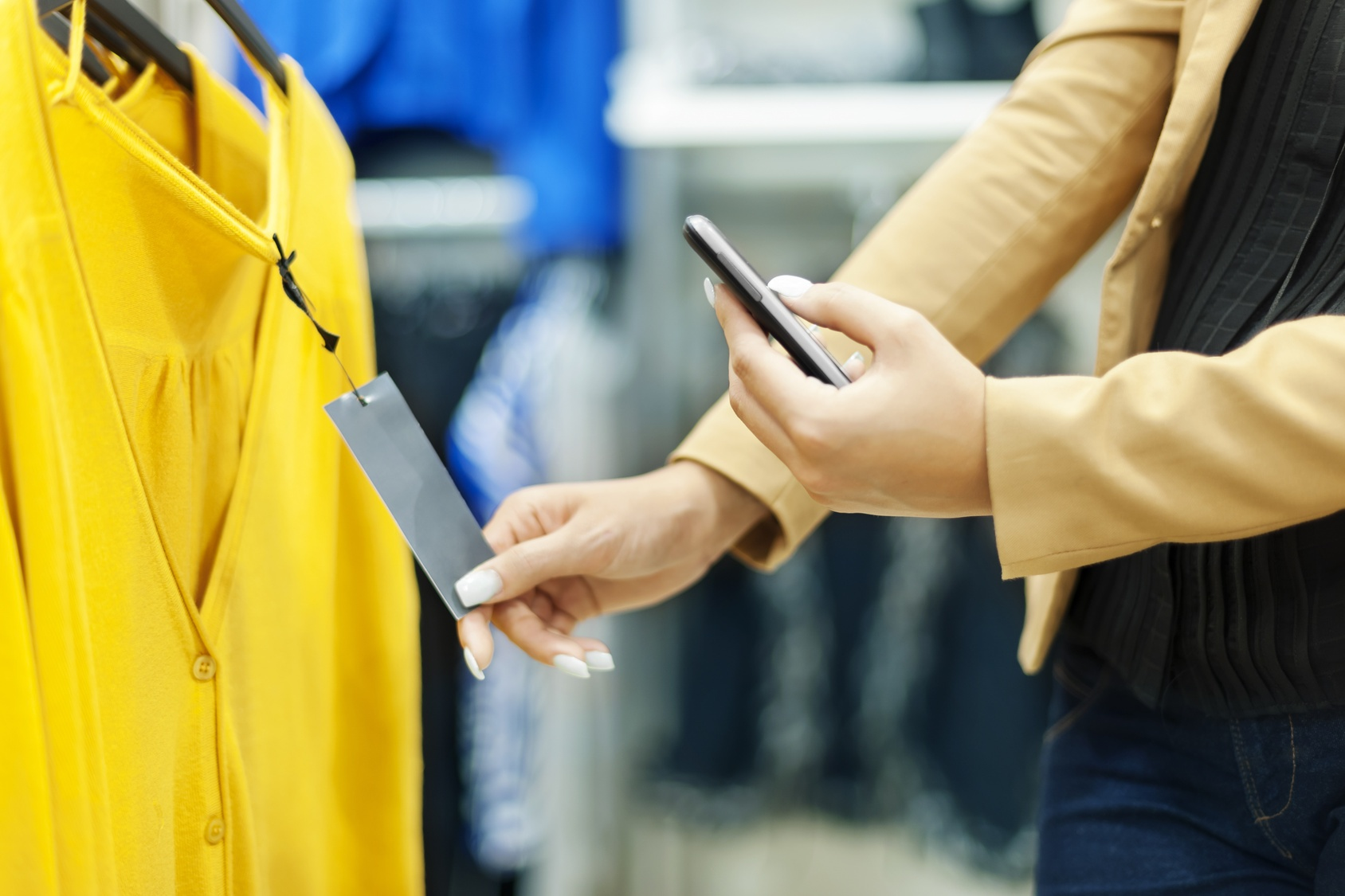 How shoppers use their smartphones in stores