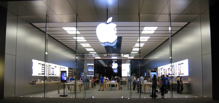 Apple stores lift mall sales by 10%
